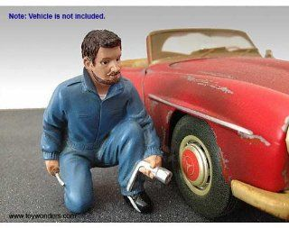 23789 American Diorama Figurine   Single Mechanic Jerry Figure (1:18, Blue) 23789 Diecast Car Model Auto Automobile Toy Metal Vehicle: Toys & Games