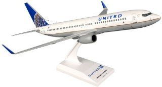 Daron Skymarks United 737 800 Post Co Merger Livery Model Kit (1/130 Scale) Toys & Games