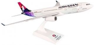 Daron Skymarks Hawaiian A330 200 Airplane Model Building Kit, 1/200 Scale: Toys & Games