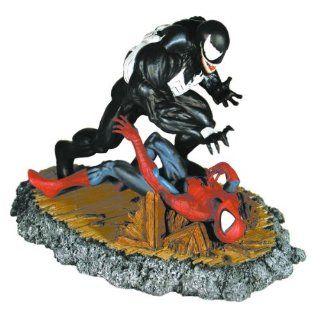 Spider man Venom Diorama Statue McFarlane: Toys & Games