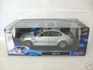 BMW M5 Pearl White/Black 118 Maisto Diecast Model Car