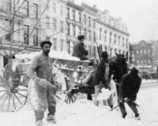 early 1900s photo Men loading snow onto wagon, after snow storm, in Washingto e4   Photographs